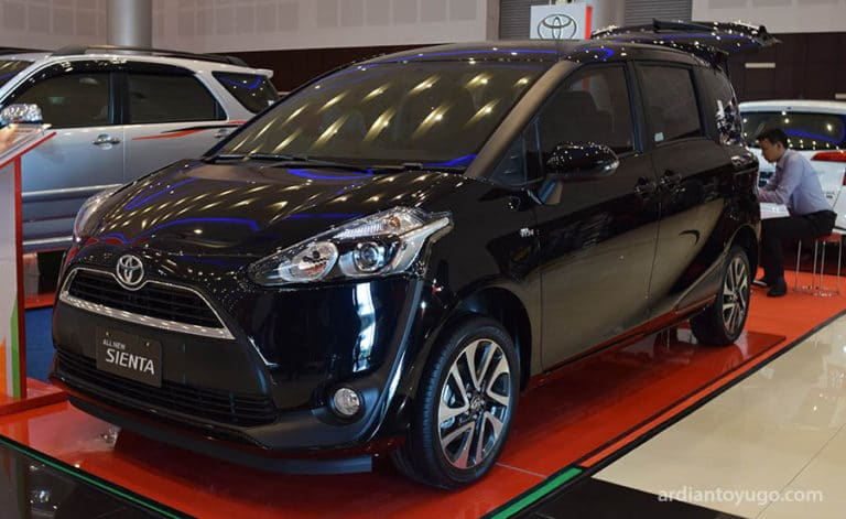 review-toyota-sienta